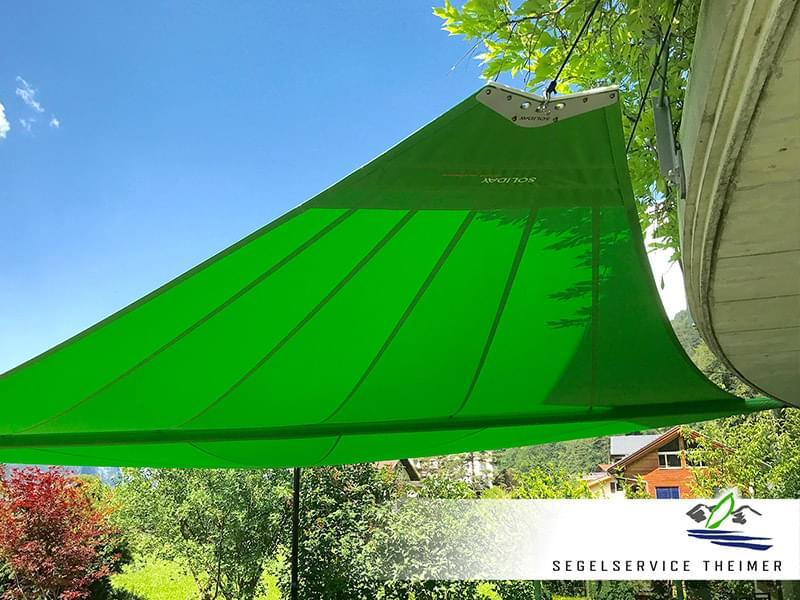 Sonnensegel aufgerollt für den effektiven Sonnenschutz