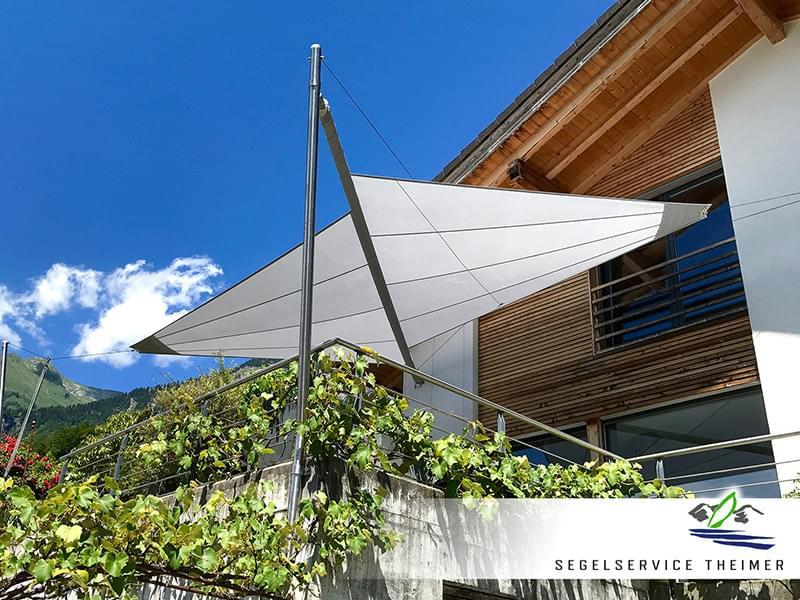 Perfekt konzipiertes Sonnensegel für eine Terasse für den optimalen Sonnenschutz Zuhause